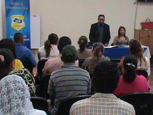 FGR entrega 32 títulos de propiedad a los afectados en caso Jumbo en Santa Ana