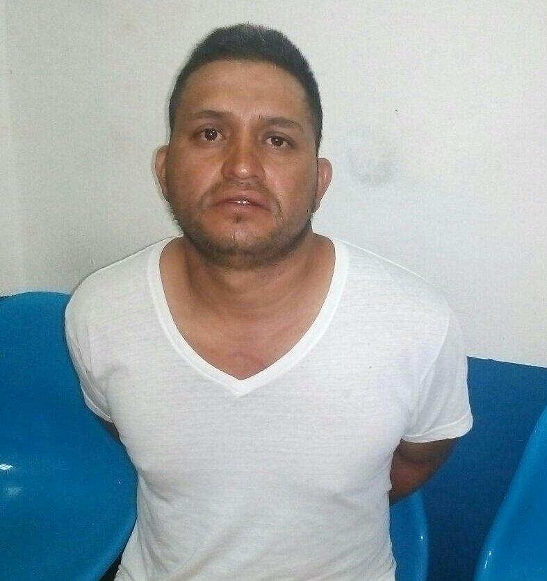 Hombre es detenido por la PNC cuando lesionaba a su victima