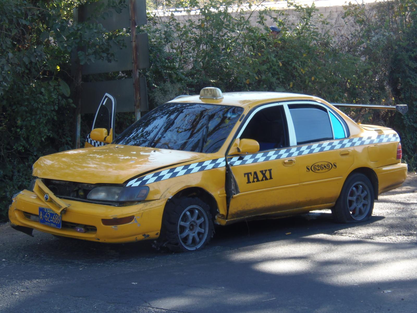 Capturan a dos asaltantes que se conducían en un taxi