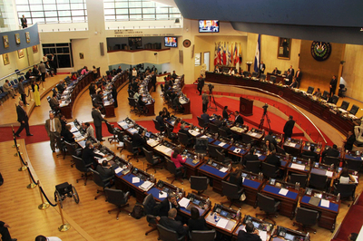 Asamblea Legislativa aprueba aumento de bono para personal de la PNC, FAES y Centros Penales