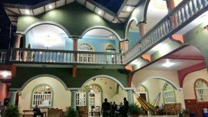 FGR allanó lujosas viviendas en Metapán propiedad de presuntos narcotraficantes