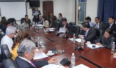 Ministro de Educación explica beneficios para estudiantes de educación media que brindaría ratificación de acuerdo financiero