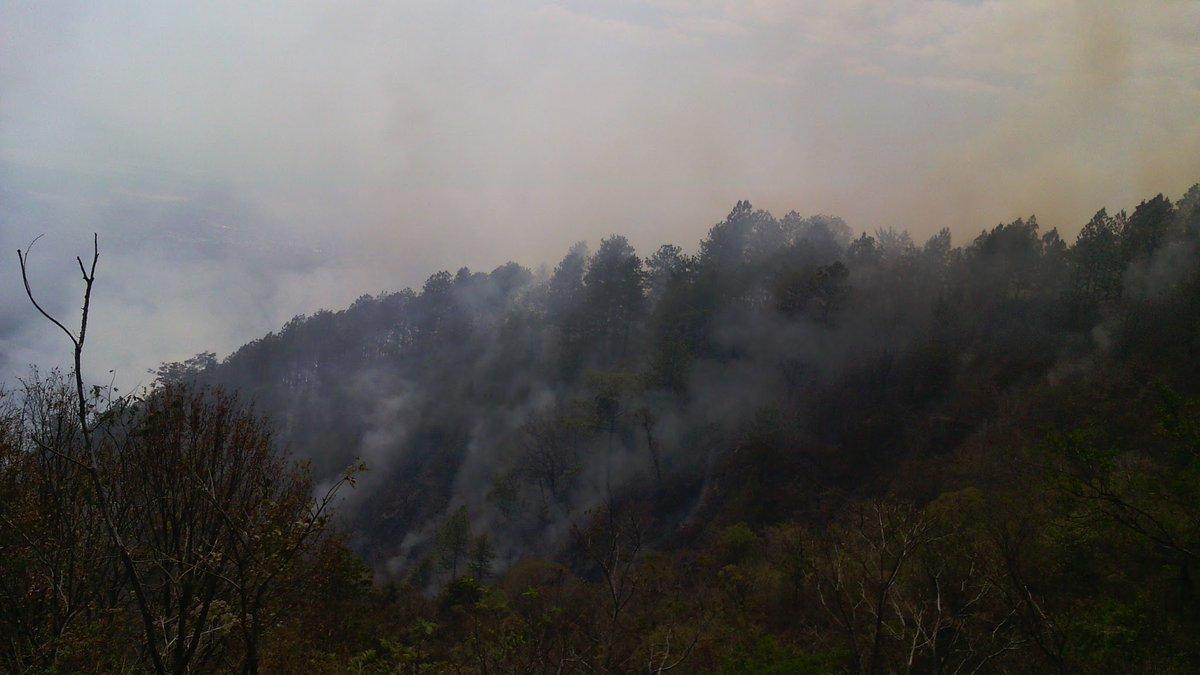 Bomberos atiende incendio en el cerro El Picacho de Metapán