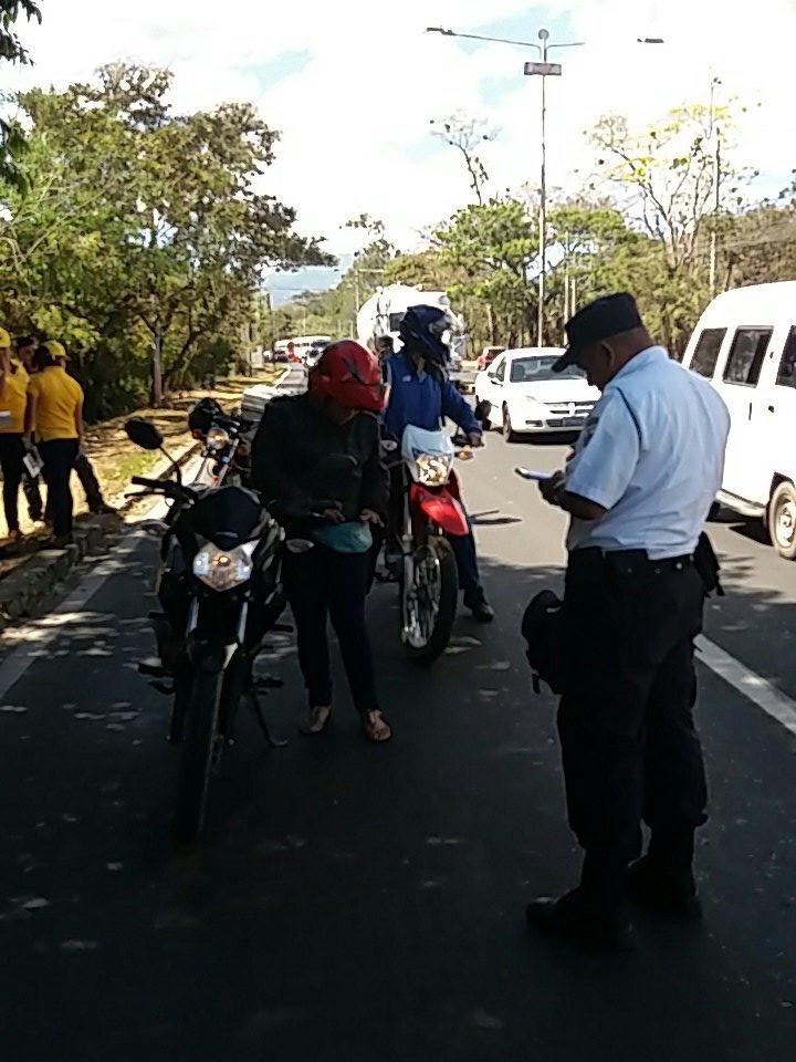 Multan a motociclistas que infringen el reglamento de tránsito