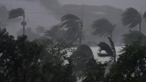 Australianos evacuados de sus viviendas por huracán Debbie