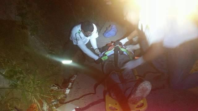 Cruz Verde atiende a sujeto atropellado por vehículo