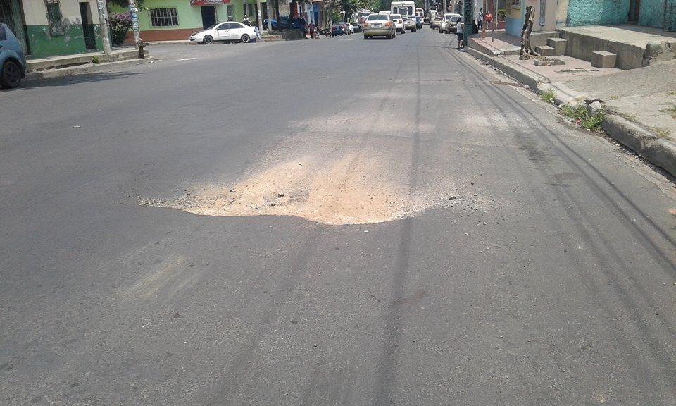 Avenida Fray Felipe de Jesús Moraga urge de reparaciones en capa asfáltica