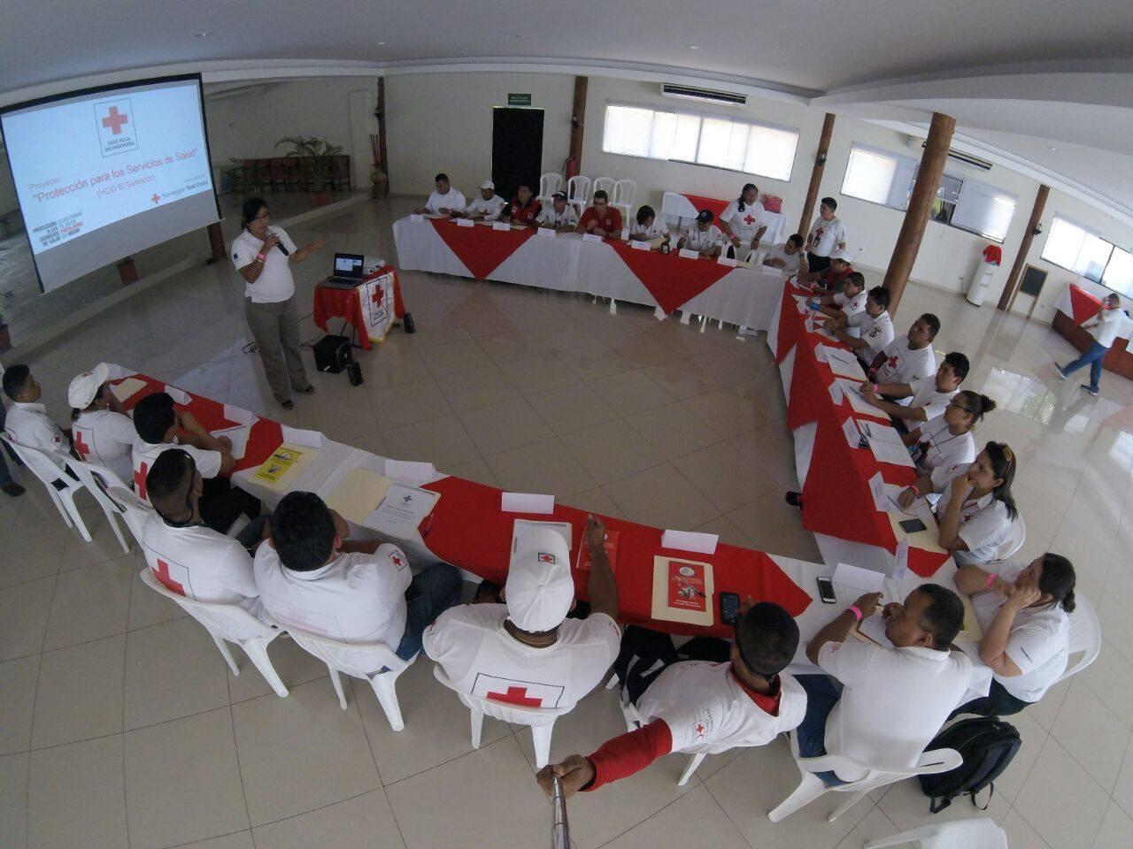 Capacitan voluntarios de Cruz Roja en temas comunicacionales