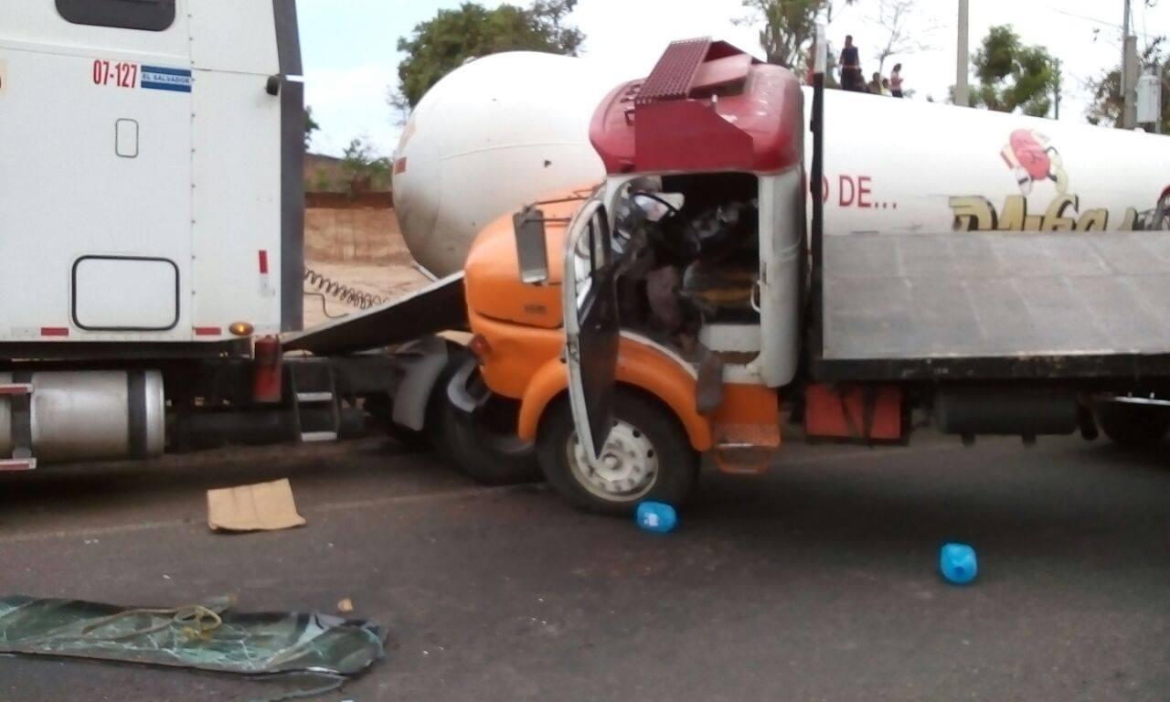 Accidente vehicular a la altura del puente en El Congo