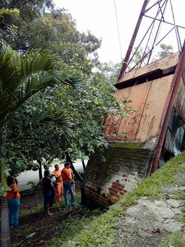 Torre dañada en estadio Quiteño será desmontada