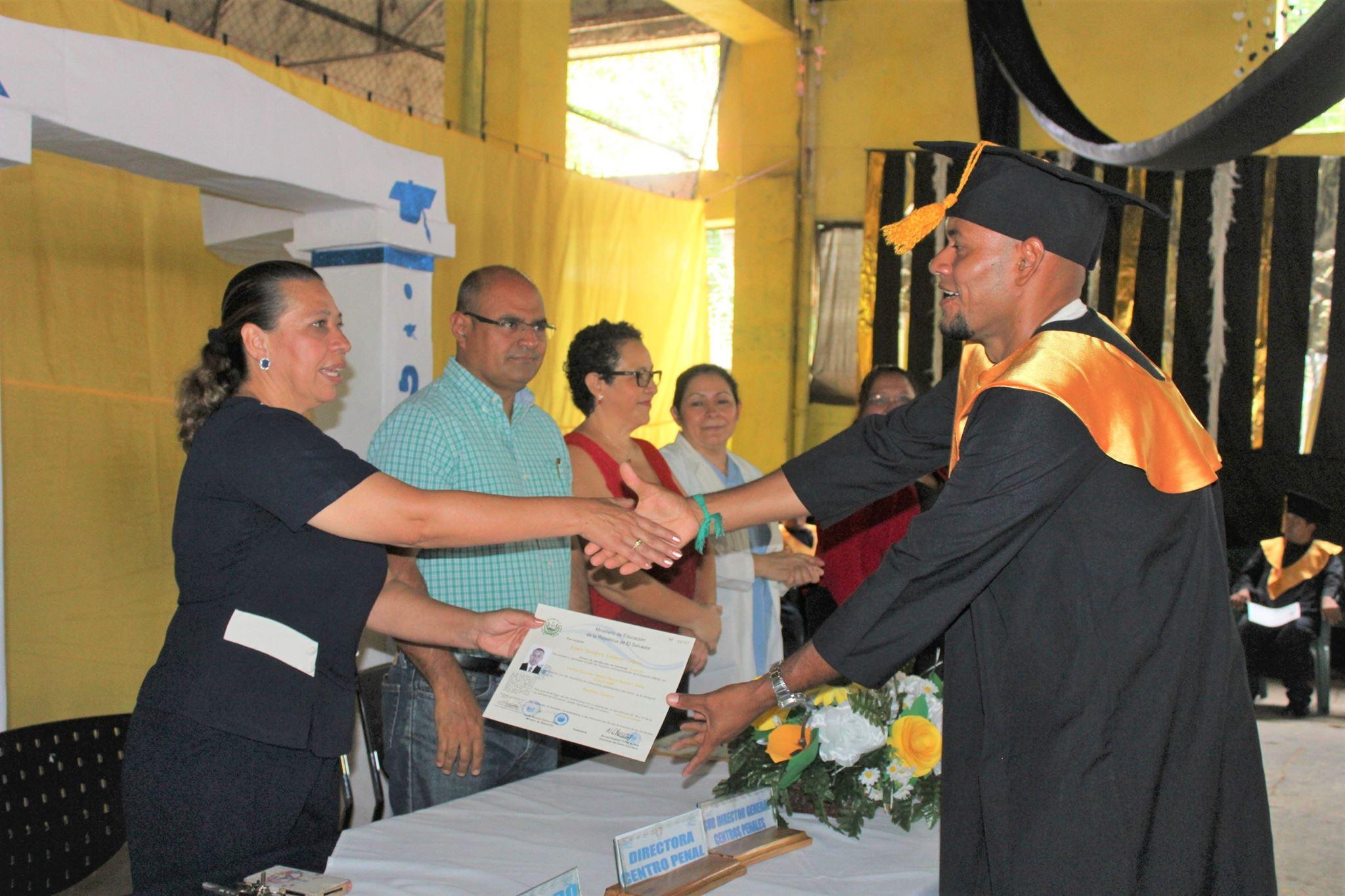 Nueva promoción de bachilleres en el Centro Penal de Apanteos