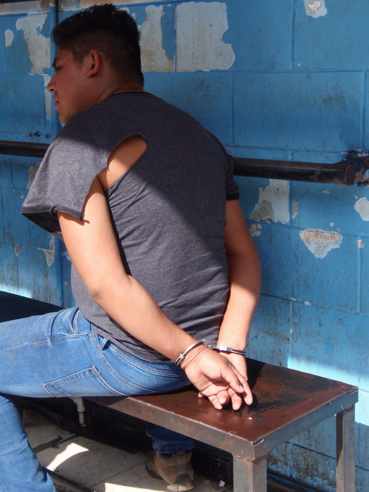 Dos supuestos miembros de pandillas con orden de captura activa son detenidos por la PNC