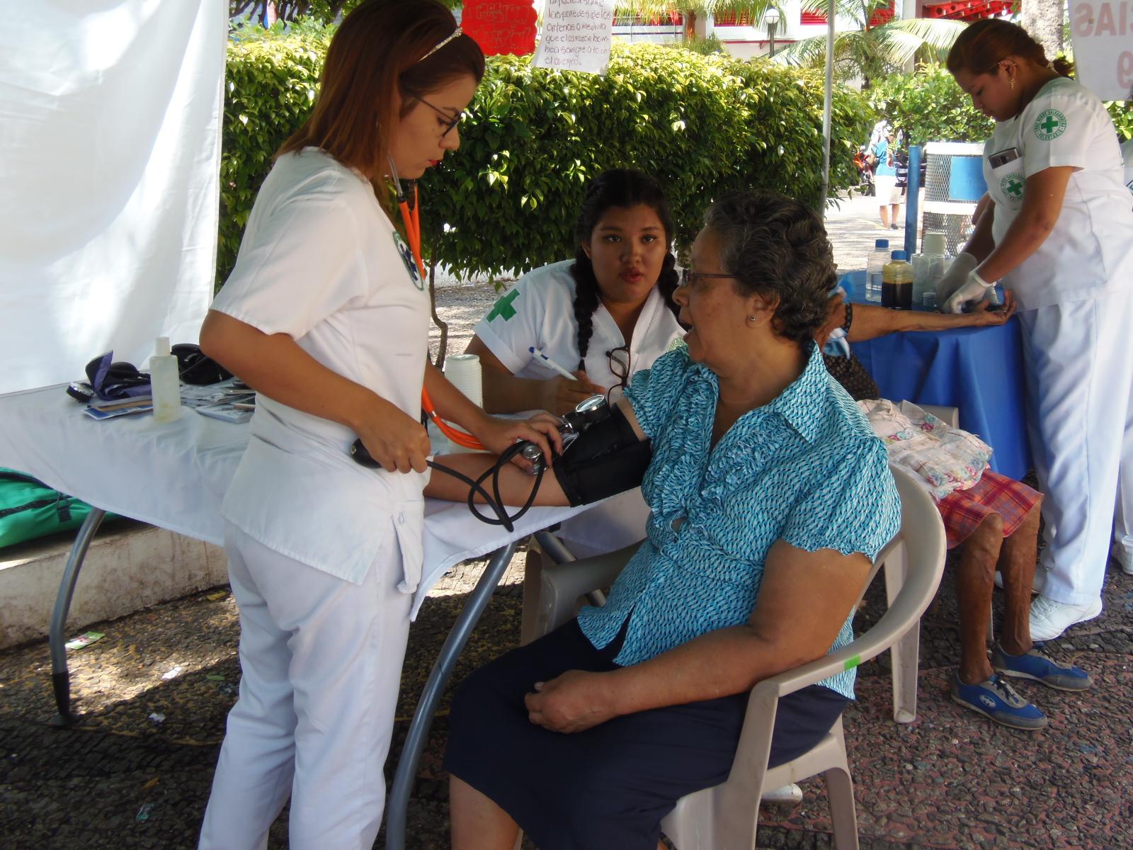 Santanecos participan en segunda campaña de salud de Cruz Verde