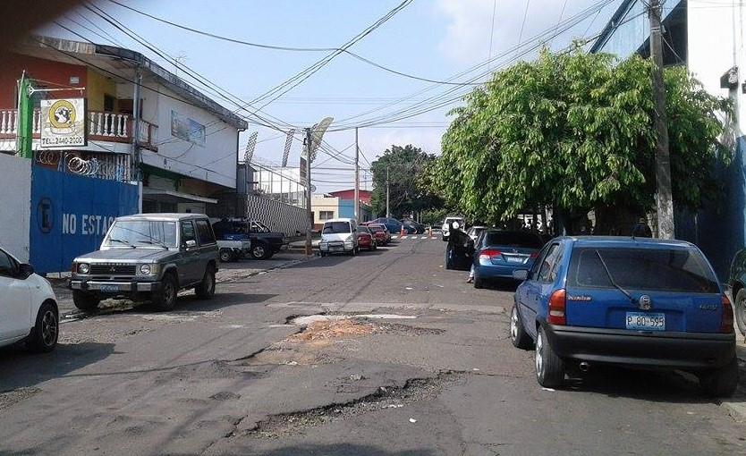 Vecinos solicitan la pronta reparación de la capa asfáltica en la 14 avenida sur