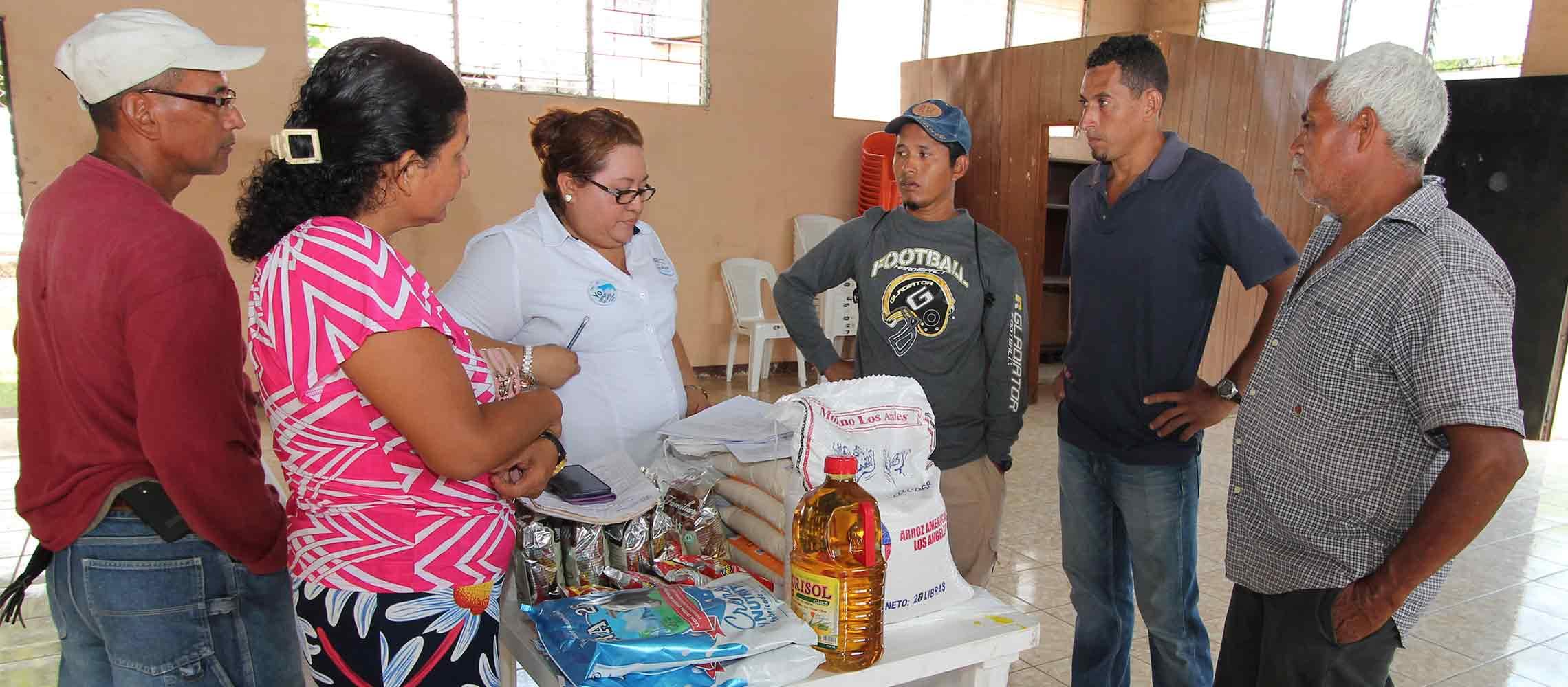 Entregan paquetes alimenticios a pescadores artesanales del occidente del país