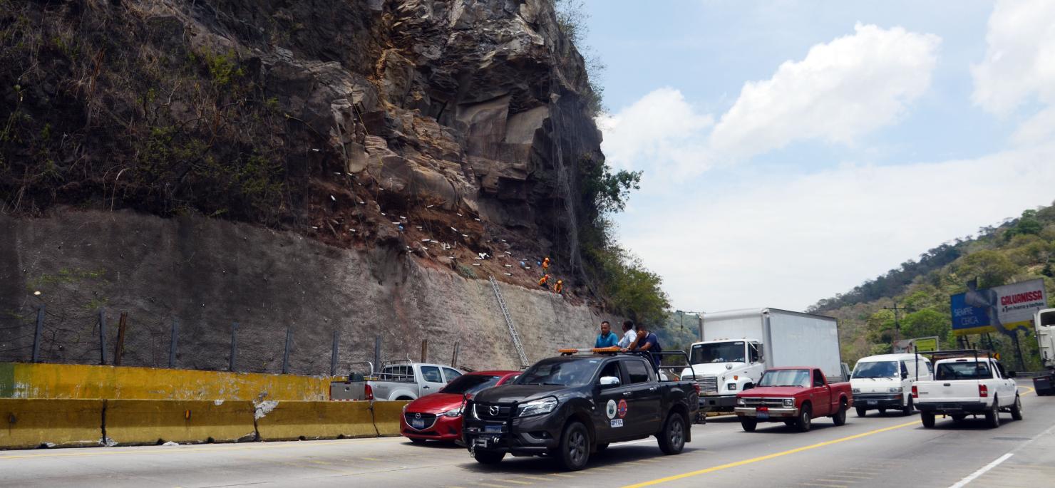 Autopista Los Chorros vuelve a la normalidad