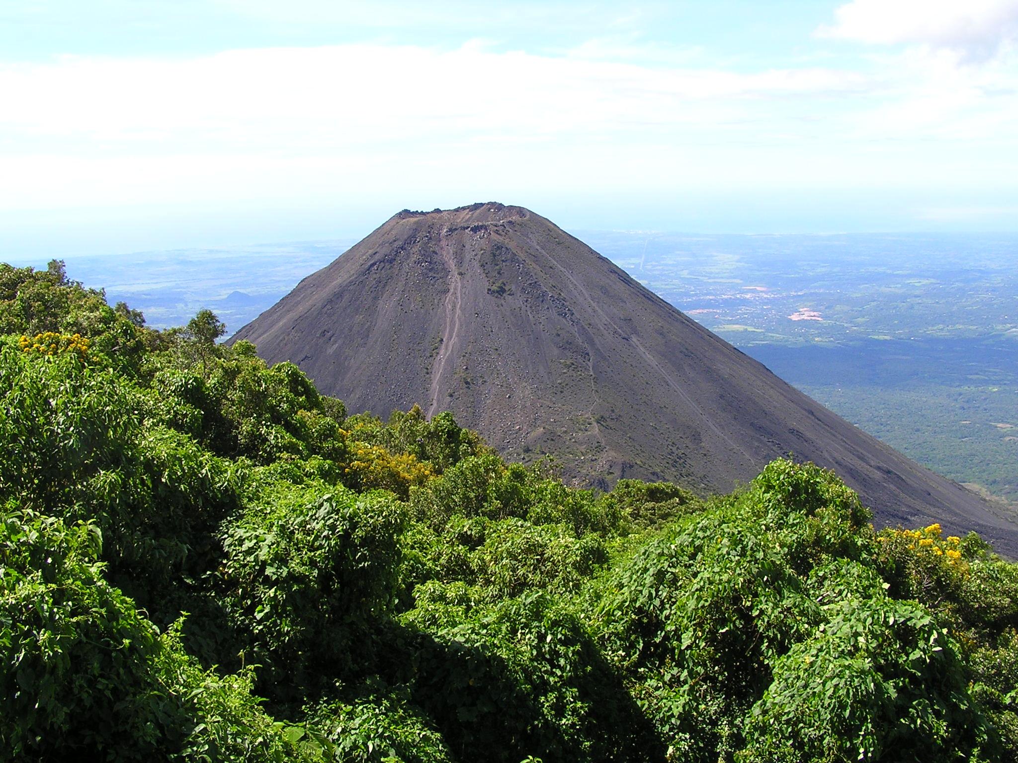 Alta susceptibilidad a deslizamientos en las zonas del volcán de Santa Ana y del volcán de Apaneca