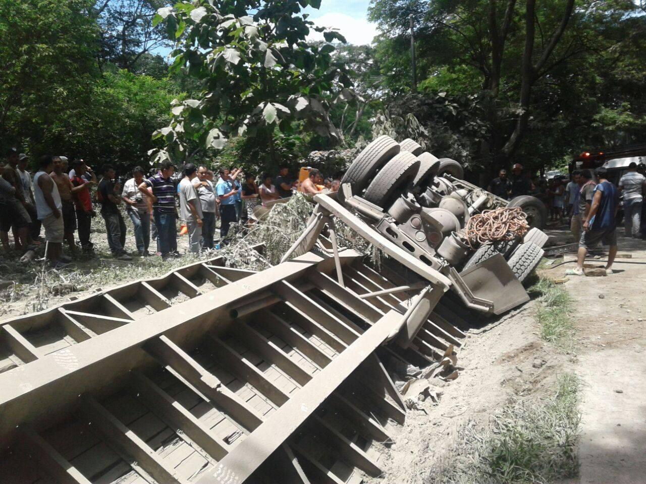 Socorristas atienden aparatoso accidente