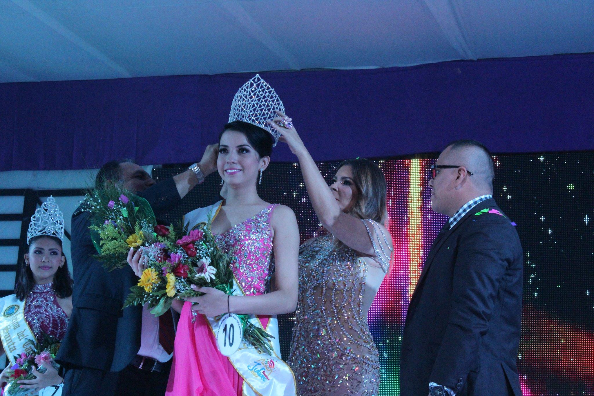 Carolina Pleitez, nueva Reina de las comunidades de Santa Ana