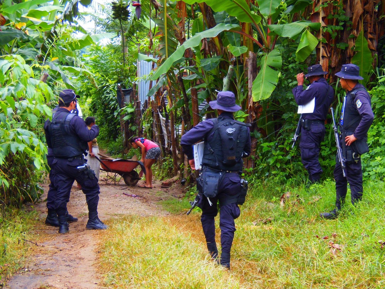 Policía realizó operativo casa por casa en cantón Primavera