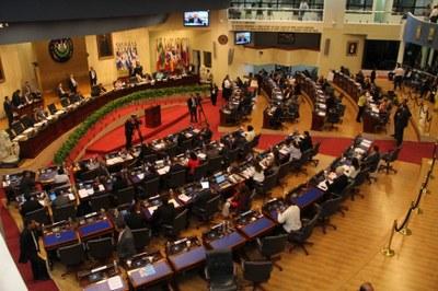 Reformas a Ley de Salarios permitirá ordenamiento de plazas en la corporación policial