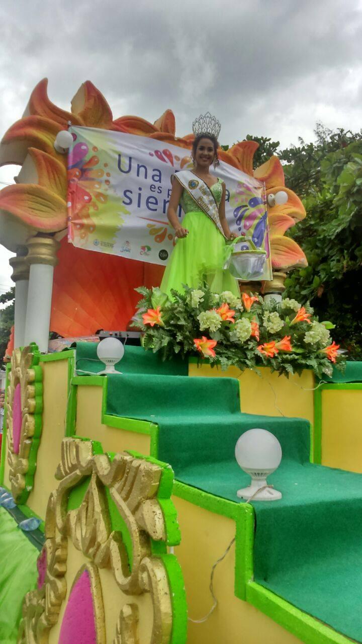 Fiestas Patronales iniciaron con el Desfile del Correo