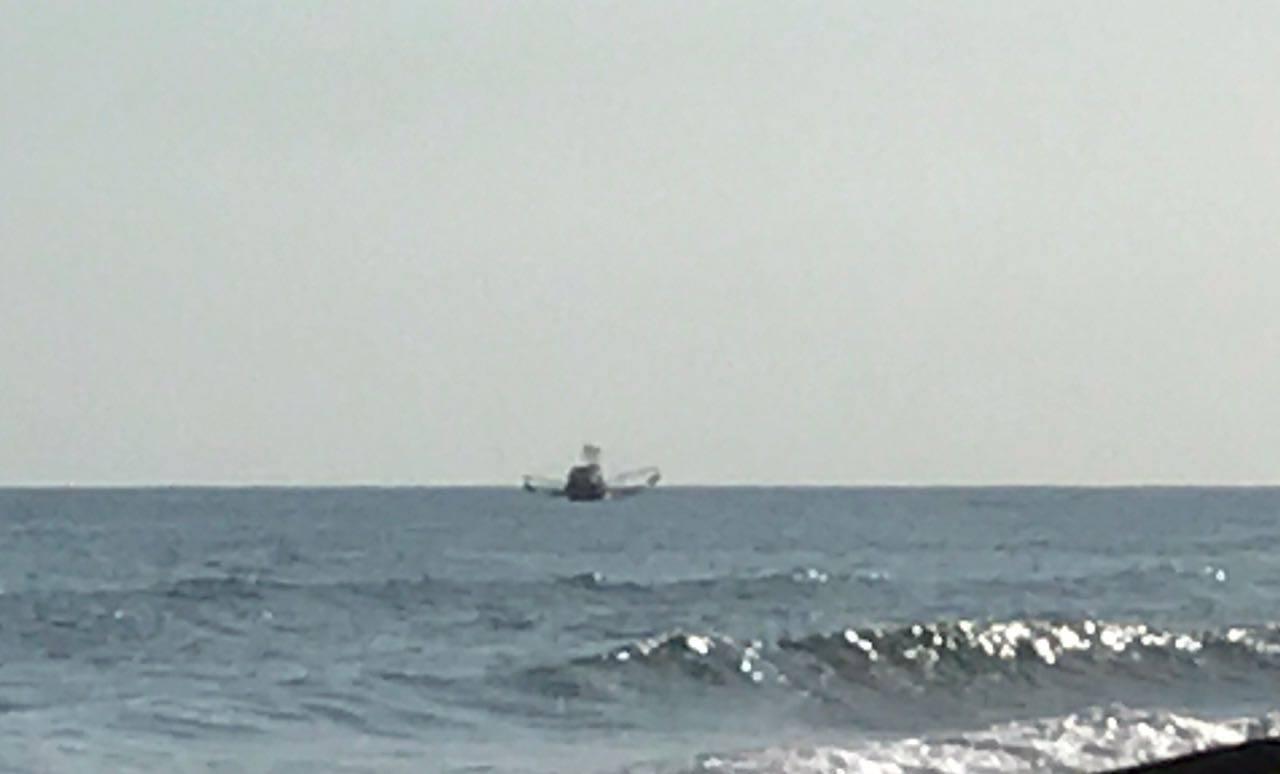 Barcos pesqueros irrespetan el límite de las millas náuticas en las zonas costeras
