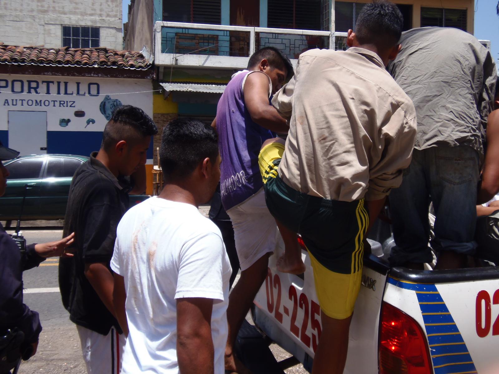 Personal policial detiene a varios sujetos en Santa Ana, por diferentes delitos