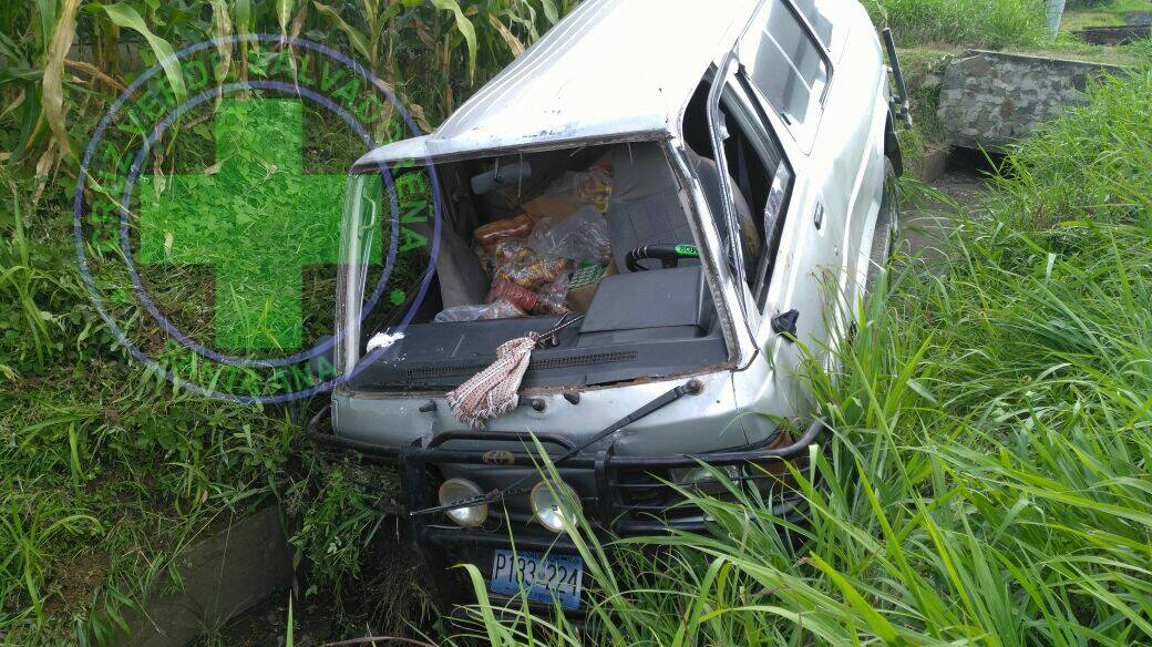 Dos personas fueron envestidas por un vehículo sobre la carretera a Chalchuapa