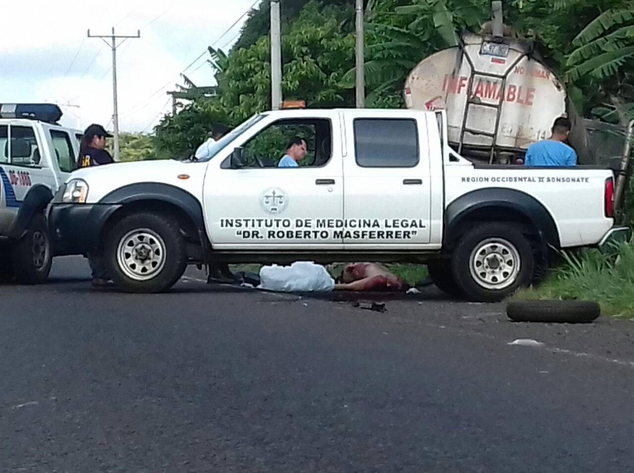 Un hombre fue atropellado mientras cambiaba llanta de su vehículo