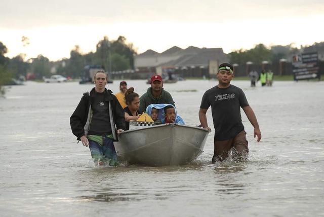 Indocumentados que han sido víctimas de las inundaciones en Texas no serán arrestados