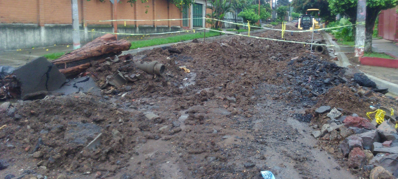 Abandono de reparación de calle afecta a ciudadanos