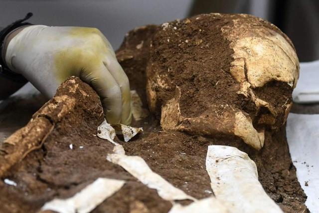 Hallan en El Salvador entierro de 2,500 años