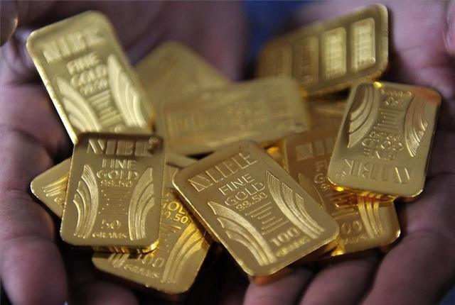 Los inversores se refugian en el oro y presionan su valor al alza