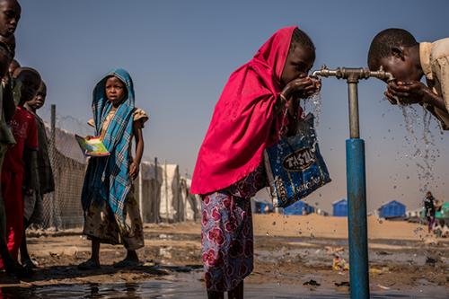 Más de 180 millones de personas carecen de agua potable en países en conflicto