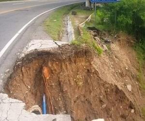 Socavamiento afecta carretera entre Zacapa y Chiquimula