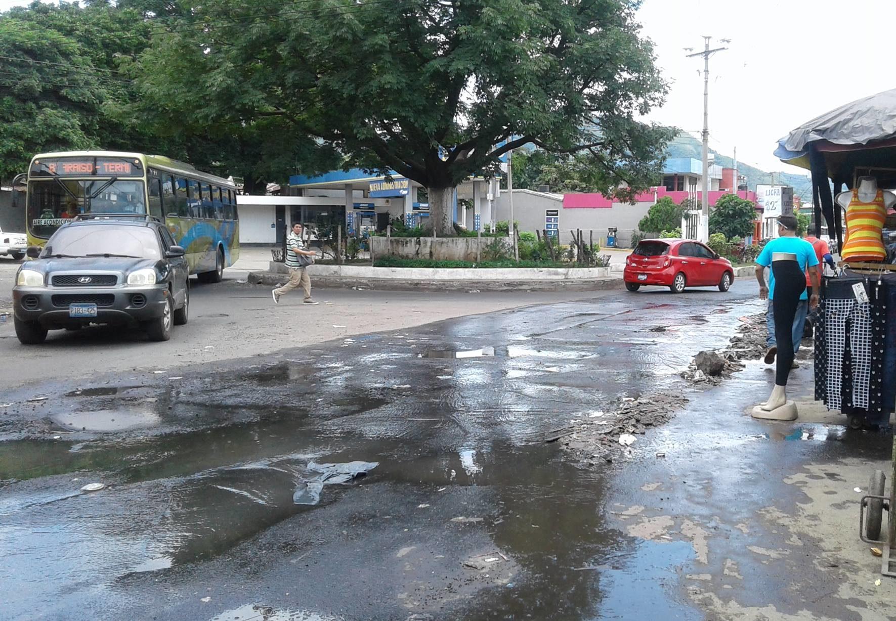 Tubería de aguas en Avenida Fray Felipe nuevamente dañada