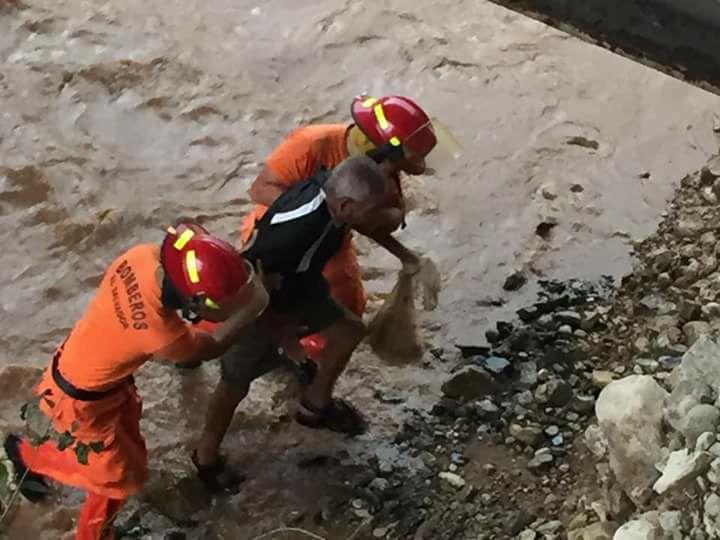 Rescatan a sujeto que cayó en quebrada del río San José
