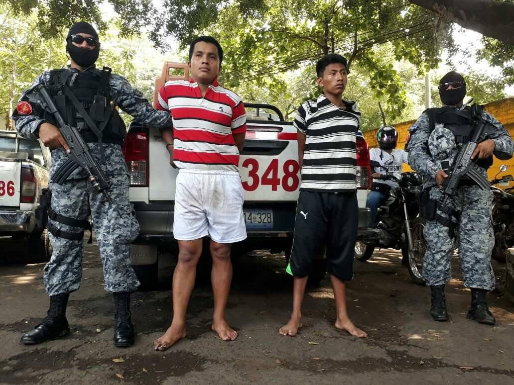 Arrestan a sujetos que atacaron y asesinaron a agente policial en un autobús