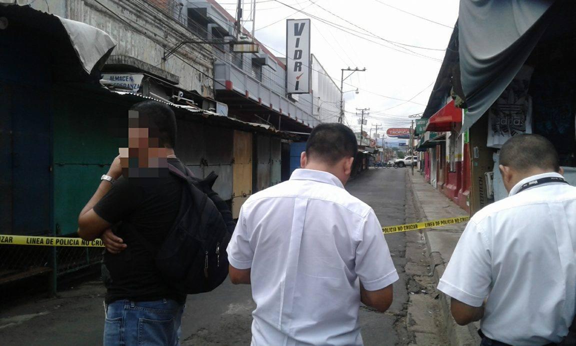 Asesinan a vendedora en mercado central de Santa Ana