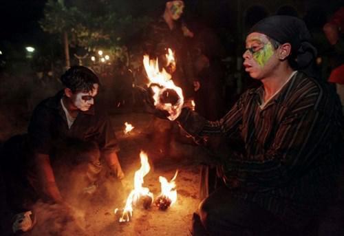 ¿Conoces el tradicional festival de las 'Bolas de Fuego' de El Salvador?
