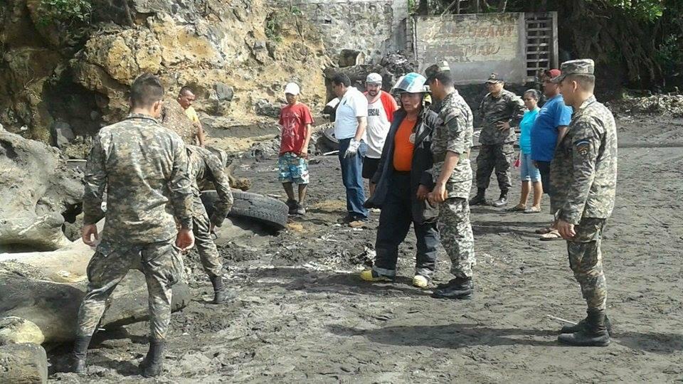 Realizan limpieza en zona del estereo de la comunidad El Astillero, Acajutla
