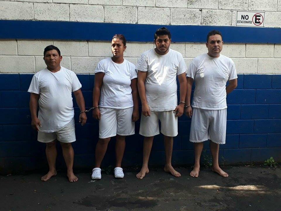Tres estafadores y una joven acusada de homicidio fueron arrestados por la PNC Sonsonate