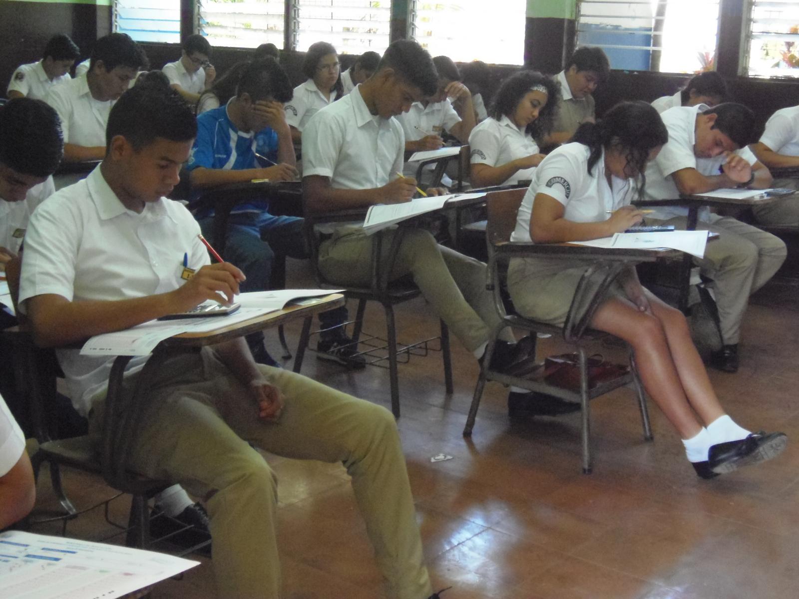 6,710 alumnos se someten a la PAES en Santa Ana