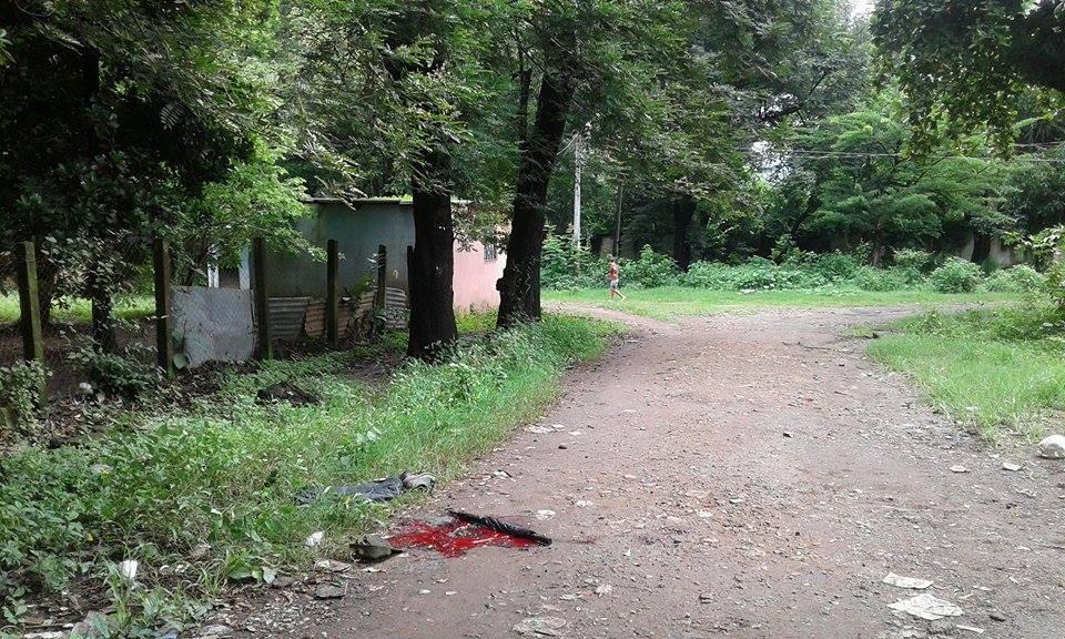 Asesinan a policía junto a su familia