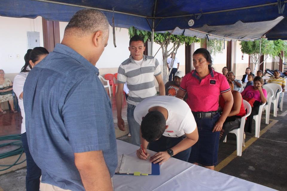 Familias santanecas ya poseen escrituras de sus viviendas en comunidades de escasos recursos