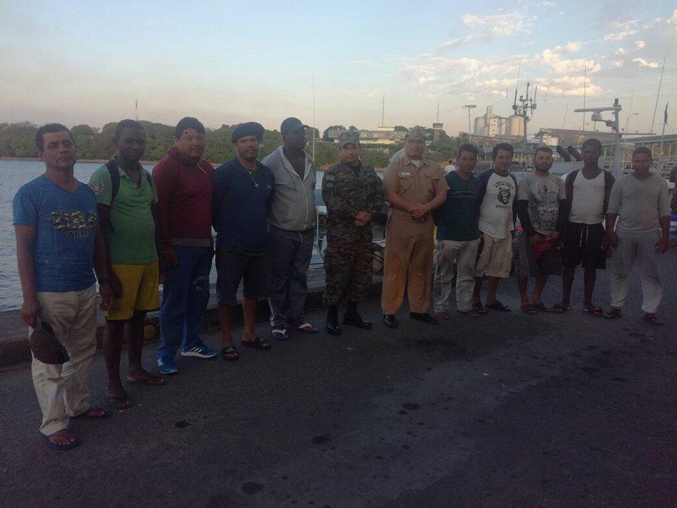 Rescatan a diez náufragos en Puerto de Acajutla