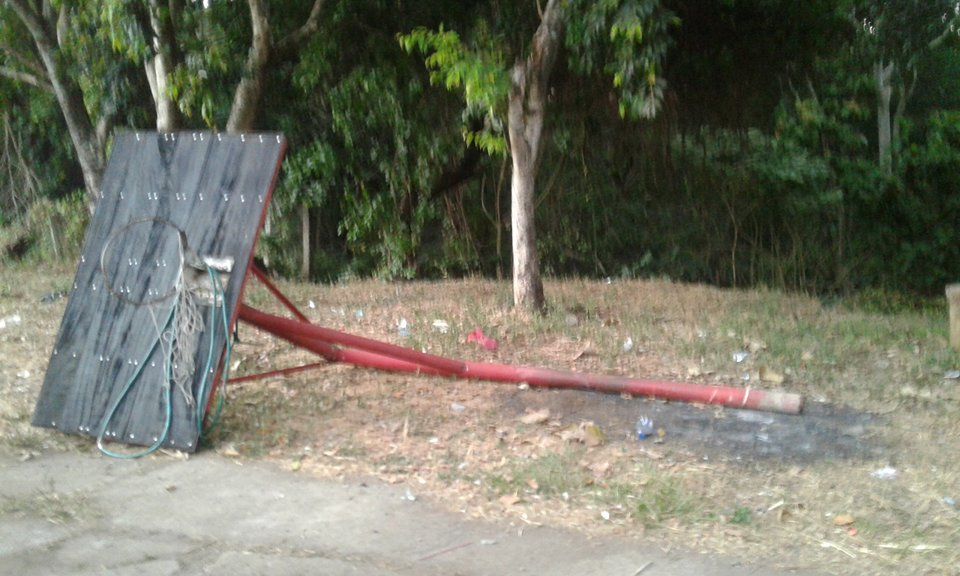 Vecinos y jugadores de basquetbol  se quejan por el mal estado de la Zona Verde en los Altos del Palmar