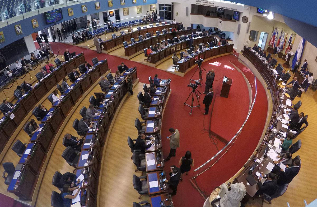 Legisladores trabajan para aprobar el presupuesto 2018