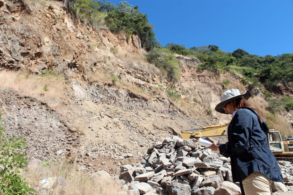 MARN ordena suspender actividades de extracción y trituración de material pétreo en zona de alto riesgo